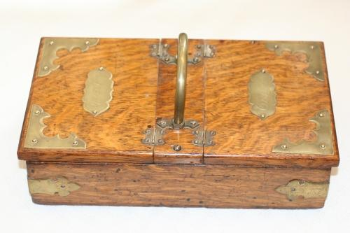 Arts and Crafts Oak Cigar Box